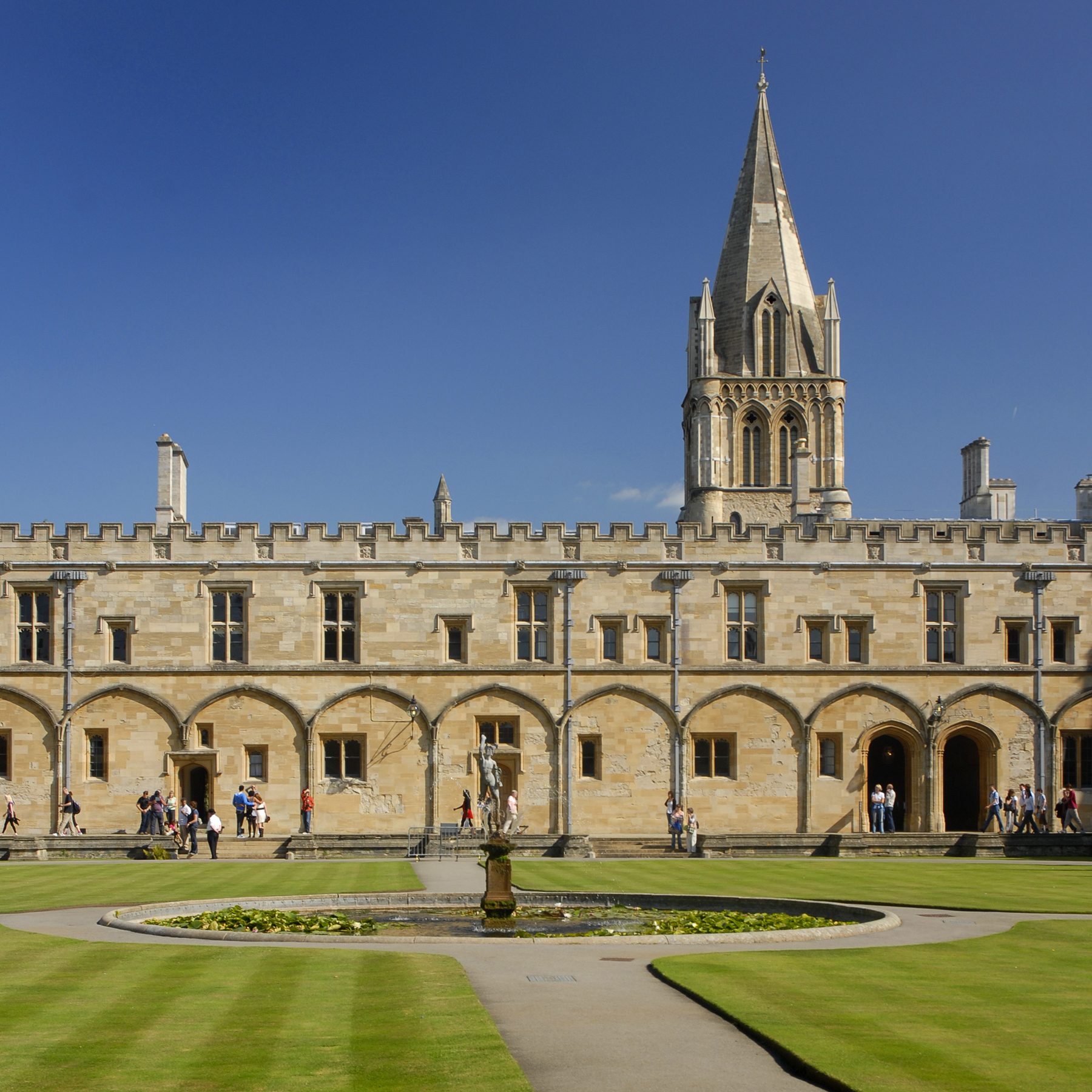 UK - Oxford - Christ Church - Tom Quad sq_DS23221.jpg